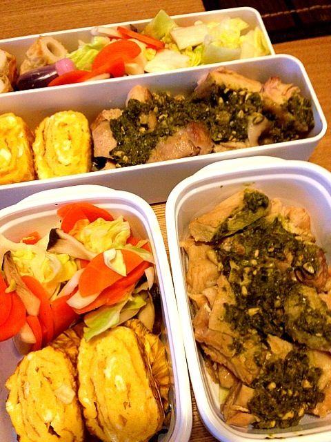 どこかから夫が買ってきたバジルソース。バジル好き꒰*´∀`*꒱ - 39件のもぐもぐ - お弁当♡ゆで鶏のバジルソース、卵焼き、温野菜、ちくわ by usaco123