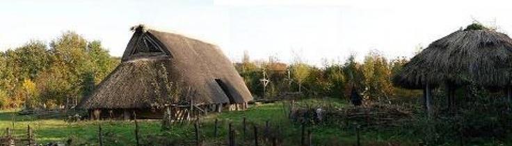 http://ijzertijdboerderij.weblog.nl/     IJzertijdboerderij Dongen - veel interessante tutorials o.a. blaaspijp, fluitjes, leer looien, huiden prepareren, ... Mits ev. kleine aanpassingen zeker bruikbaar voor steentijd