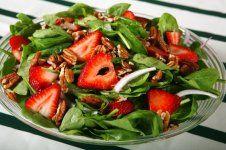Ovocný salát se špenátem