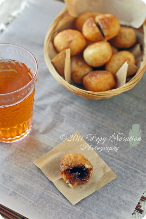 cassava fritters stuffed with coconut sugar alias MISRO! glek!  from indonesiaeats.com, whoever loves Indonesian foods must visit the blog.  She has lots of great recipes ! and beautiful photographs.