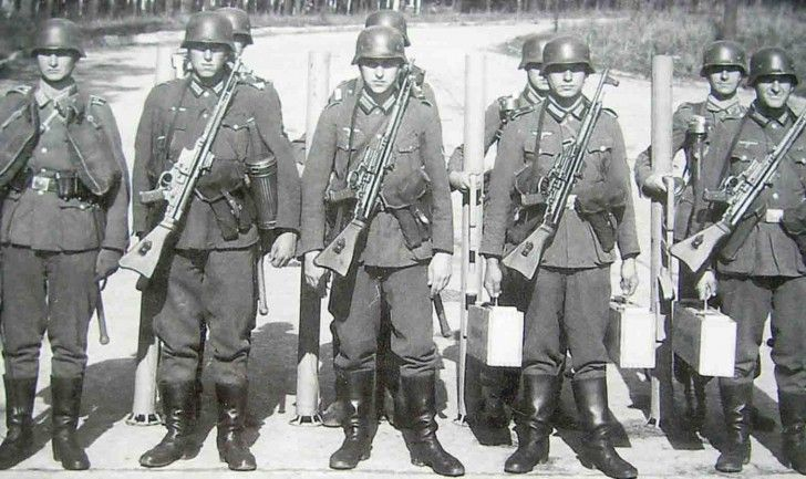 German soldiers armed with the revolutionary Sturmgewehr StG-44 (former MP-43), the world's first modern assault rifle.