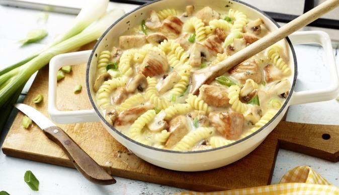 Der Puten-Topf ist dank dem Frischkäse super cremig. Dazu noch frische Champignons und herzhafte Putenbrust und du hast ein köstliches Gericht.