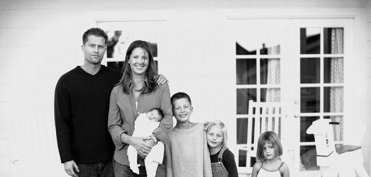 """Til Schweiger, Schauspieler, Regisseur, Drehbuchautor, Produzent, und Dana Carlsen, amerikanisches Ex-Modell und Mitbegründerin der Firma """"bellybutton"""" für Kosmetika, Kinder- und Umstandsmoden. Das Paar heiratete 1995, lebt seit 2005 getrennt und hat vier Kinder: Valentin, Luna, Lilli und Emma-Tiger"""