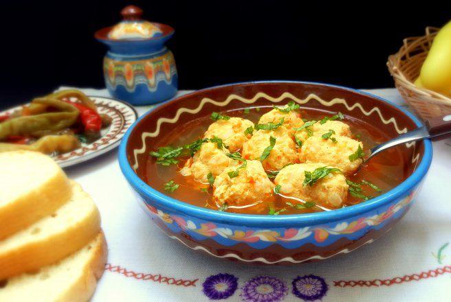 Retete Culinare - Ciorba de perisoare din piept de pui