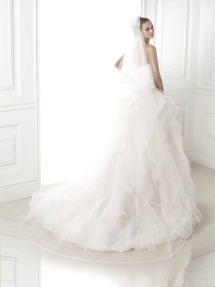 fodros esküvői ruha Belia http://lamariee.hu/eskuvoi-ruha/pronovias-2015/belia