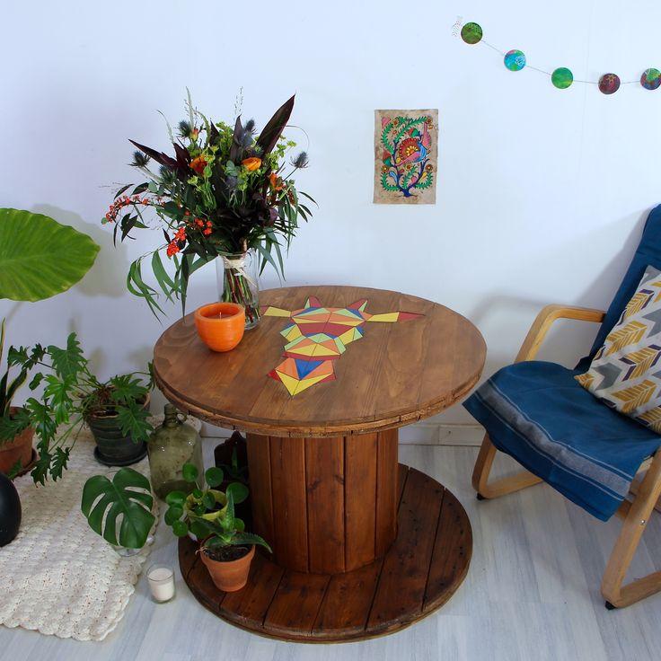 Touret en bois et faïence - table Tête de girafe colorée façon origami Ambiance bohême