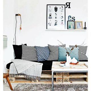 Já conferiu o nosso post no blog com vários exemplos de sofás de pallets?  #pallet #palete #sofadepalete