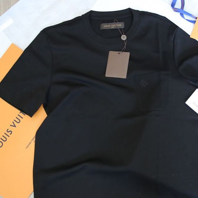 '➖Louis Vuitton T-Shirt ➖£350 ➖Express Delivery ➖All sizes available  #louisvuittonlover #louisvuitton #gucci #louboutin #christianlouboutin #valentino #balenciaga #louisvuitton #sneakers #shoes #appbreeze #luxury #yeezy #rolex #nike #nikeairmax #yeezys #yeezyboost350 #adidas #adidasoriginals #philippplein' by @shapeofluxury.  #cars #car #carporn #watches #carswithoutlimits #watch #designer #interior #gold #porsche #menswear #classy #luxurycars #realestate #lux #luxe #rolex #ferrari…