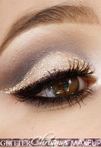 glitter holiday makeup I think I finally know what to do with that gold eye liner that been sitting in my drawer.