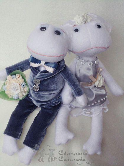 Лягушки свадебные. Белые и пушистые. Эти милые, забавные лягушата сделаны для счастливых молодоженов.