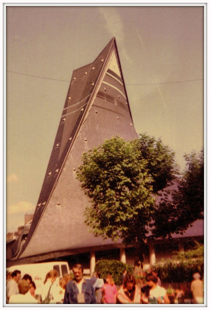 ROUEN, CHIESA DI SANTA GIOVANNA D'ARCO, COSTRUITA NEL 1979