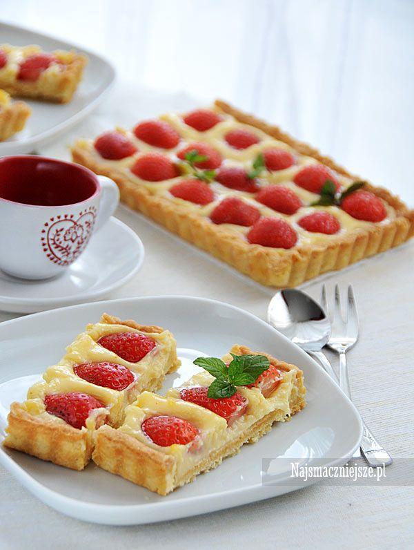 Najsmaczniejsze ciasto na lato, to ciasto z truskawkami, Do nich zalicza się też tarta truskawkowa z budyniem, która najlepiej smakuje w tym sezonie.