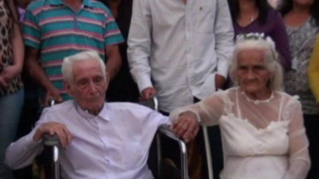 BBC News - Couple marry after 80 years together