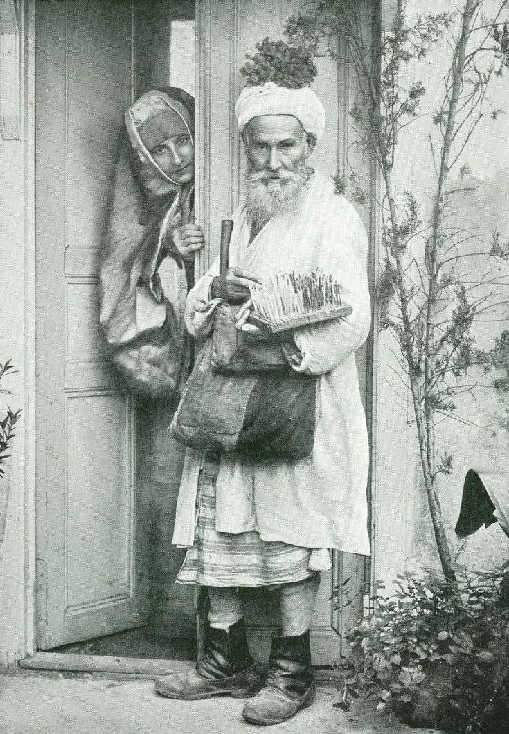 A Pedlar, Istanbul, 1890s (Osmanlı İstanbulunda Bir Seyyar Satıcı, 1890'lar)