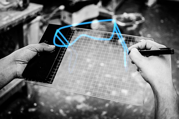 Gravity Sketch Tablet Lets You Draw In Mid-Air. How cool is that! Totally want this but who wouldn't