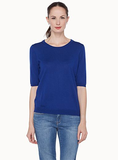 Exclusively from Contemporaine     An exceptional Simons value for luxuriously comfortable extra-fine Italian merino wool   A short-sleeve version of a chic and casual design    The model is wearing size small