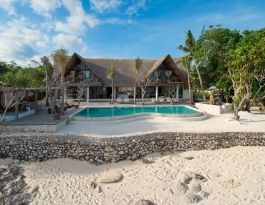 Voyage - Nusa Lembongan (25 min boat trip from Sanur Bali) - villa, pool and beach - 5brm ($1350 USD / nt high season min 3nt stay) + 15% service tax (incl chef and staff - boat transfer extra)
