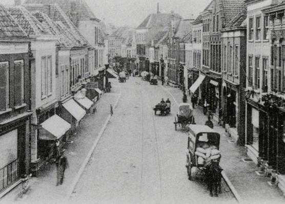 De Haagdijk in 1907 ter hoogte van de Gampelstraat (rechts), met links achter de toren van de Kathedraal aan de Prinsenkade.