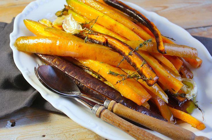 Een heerlijk bijgerecht voor een feestelijk diner of voor doordeweeks. Deze geglaceerde wortelen met honing en tijm zijn in een handomdraai gemaakt.