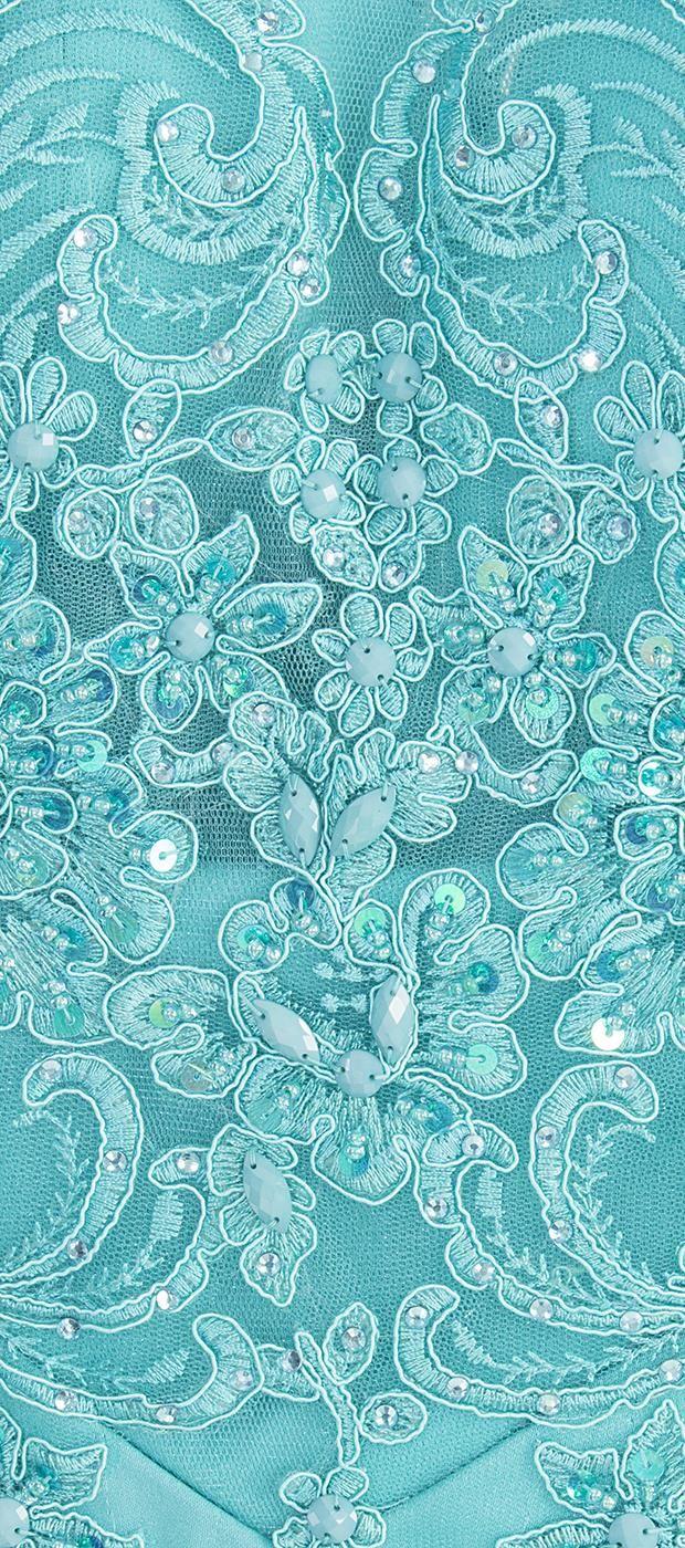 Vestido longo com saia de crepe e parte superior em tule bordado. O modelo sereia com o bordado e as pedrarias é perfeito para compor look deslumbrante para festas. A transparência proporcionada pelo ...