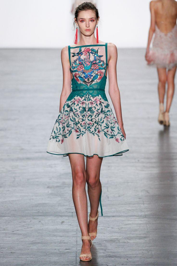 Tadashi Shoji Spring 2017 Ready-to-Wear Collection Photos - Vogue
