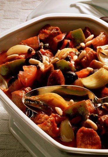 Auberginenauflauf mit Tomate & Parmesan - Rezepte ohne Kohlenhydrate - Auch eine gute Idee: Dieser Auflauf mit leckerem Gemüse und Parmesan ist schnell gemacht und schmeckt immer gut. Wenn Sie abends noch etwas übrig haben, wärmen Sie es einfach am nächsten Tag wieder auf...