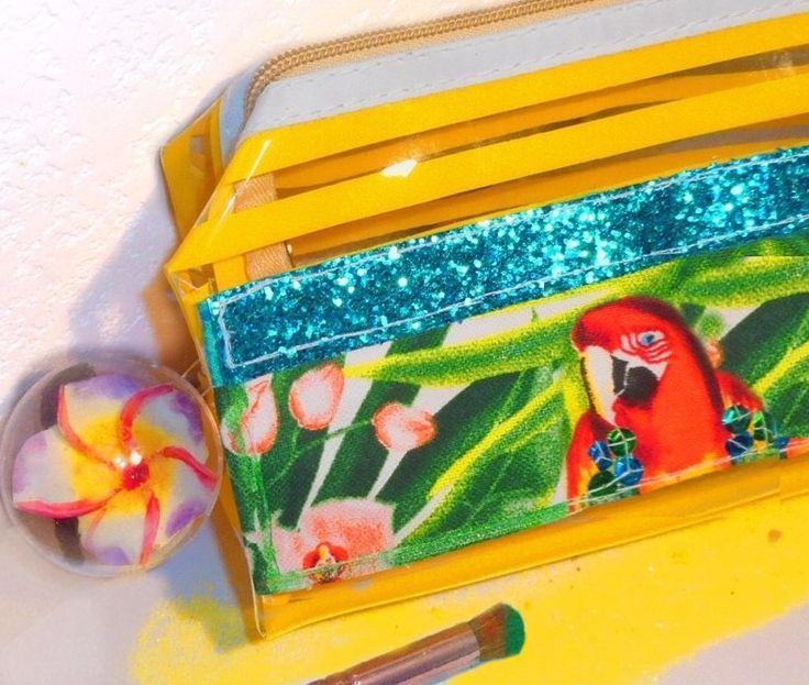 trousse maquillage exotique fleur de tiaré, transparente rayée jaune, perroquet : Trousses par comptines-sucrees