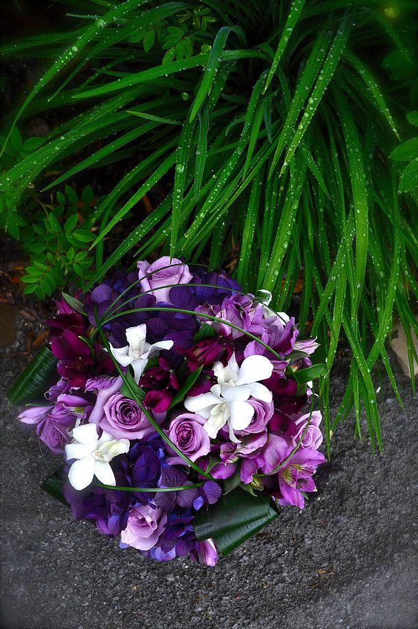 Bridal Bouquets- CREATIVE EDGE FLOWERS COUNTRY HILLS NE- Calgary, AB