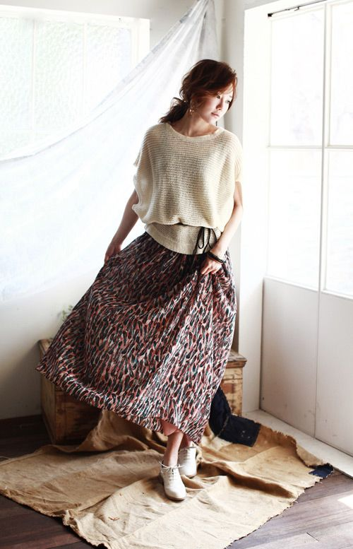 Play down the attention by pairing maxi skirt with a cropped sweatshirt