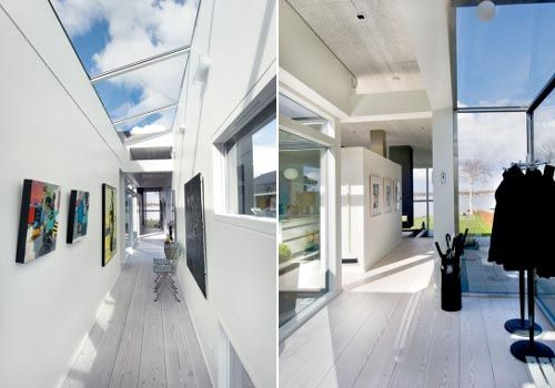 Long corridor connects rooms with living room and kitchen. Skylights are windows house dwellers themselves created, and casts beautiful shadows on the walls and wooden floor.