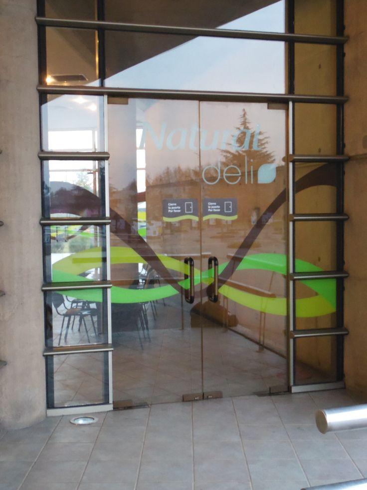 17 best images about instalaci n grafica en vidrio on - Puertas de vidrio ...