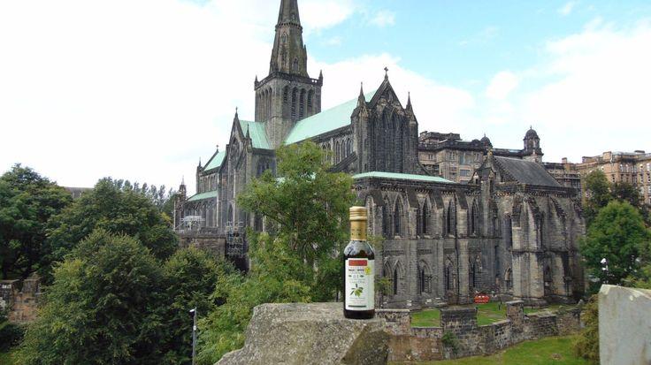 Nuestro #AOVE viaja en vuestras maletas, y eso ¡nos encanta! Gracias María de Mar por tus fotos desde Glasgow (Escocia) #CastilloDeTabernasPorElMundo #BotellaViajera