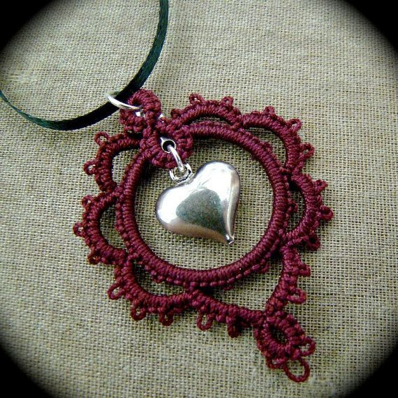 Tatted Lace Pendant Necklace - Burgundy Heart - em: etsy.com