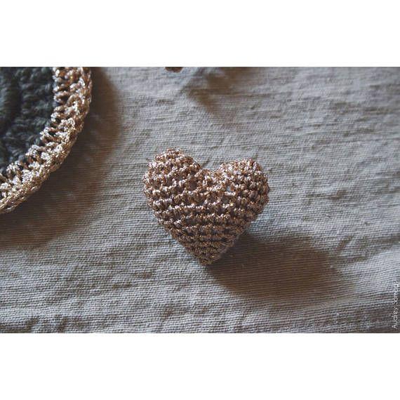 Broche cœur au crochet