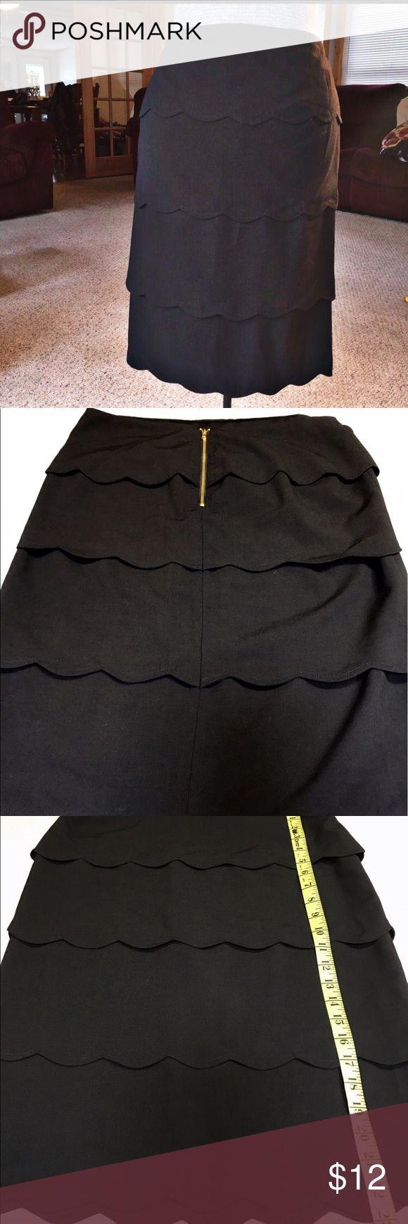 Euc. Alfa I size 6 black tiered skirt. Euc. Alfani black size 6 tiered skirt. Scalloped hem and with tiered layers. Alfani Skirts
