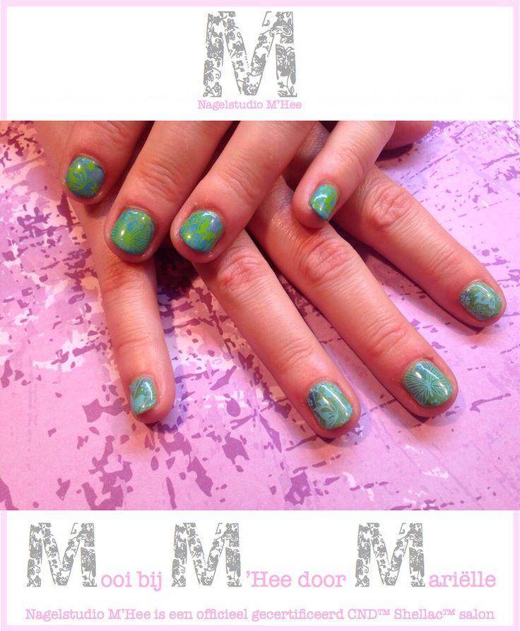 M'Hee CND™ SHELLAC™ 14+ day nail color #LushTropics met #negligee en #CeruleanSea met #negligee. Op iedere nagel additives, greengoldsparkle, deep blue, en blueheaven en daarover gestempeld met pueen platen en mdu stempellak.