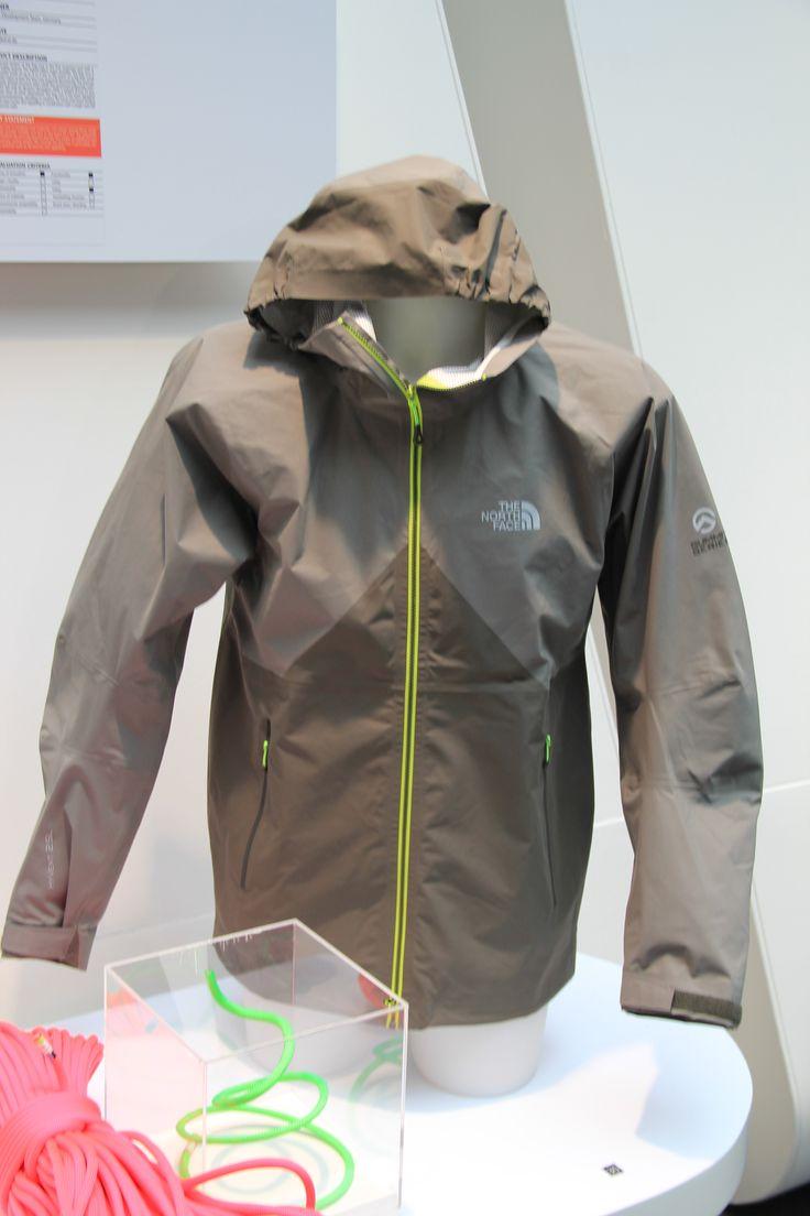 The North Face FuseformTM Originator Jacket.  Het bijzondere aan deze Originator jas is dat deze gefabriceerd is met de FuseFom technologie en is daardoor volledig naadloos.
