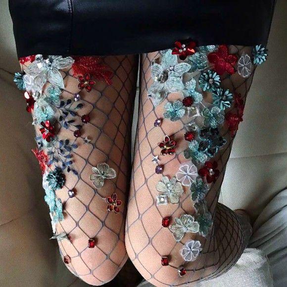 足に花とか草生えた。どこどこと浸食された感のある足元メルヘンな網タイツが販売中 : カラパイア