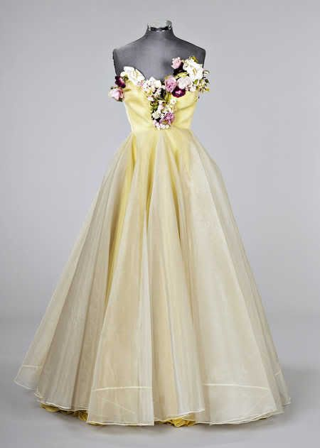 1950s dress. Talk about mysterious feeling with all those flowers.
