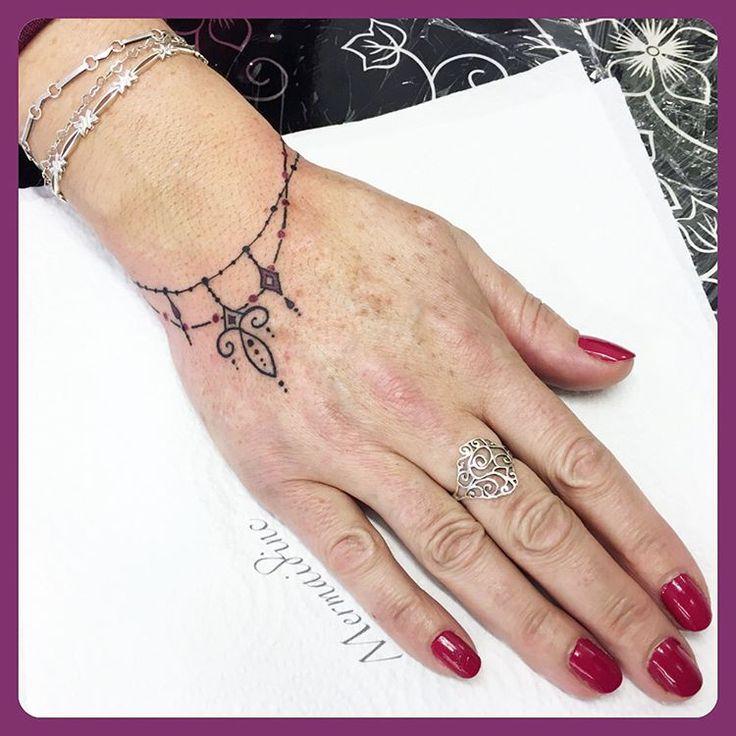 Bracelet Tattoo Designs: Best 25+ Wrist Bracelet Tattoos Ideas On Pinterest