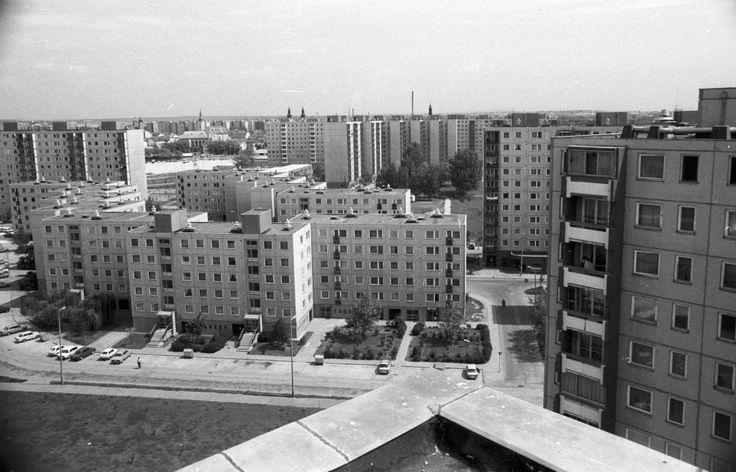 Palotaváros (Lenin lakótelep), kilátás a Cserepes köz felől a Jancsár utcára.