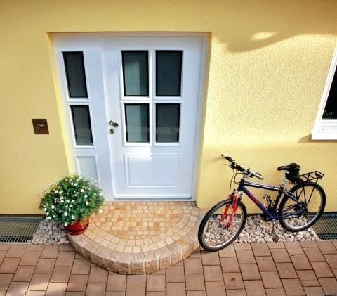 The house entrance doorway decoration home entrance decorating spring #garden home   – Außenbereich