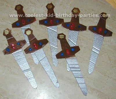 Tutorial para hacer espadas de cartón. Juguetes de cartón.