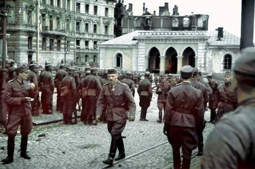 Finnish soldiers - Kenraaliluutnantti Karl Lennart Oesch Viipurin paraatissa. Viipuri 1941.08.31