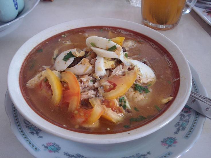 Salah satu jenis Bubur Ayam yang ada di Indonesia. Yang ini ichiban daisuki. Namanya Bubur Ayam Samarinda. Sepertinya hanya dapat dinikmati jika sedang berada di Kalimantan Timur. Isinya tentu ada bubur nasi, irisan telur rebus, ati ampela, tomat, suiran daging ayam, dengan kuah sedaap yang merendamnya. Plus emping melinjo juga. Sedapnyee~