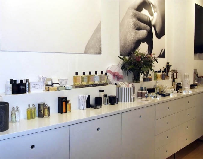 JC Apotecari: El gourmet de la cosmética nicho  http://diario-de-estilo.blogs.elle.es/2012/12/14/jc-apotecari-el-gourmet-de-la-cosmetica-nicho/