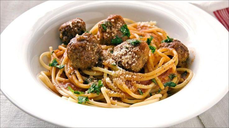 Kjøttboller med spagetti trenger ikke gjemme seg på barnemenyen. Om den blir lagd skikkelig kan den bli en meget god opplevelse.