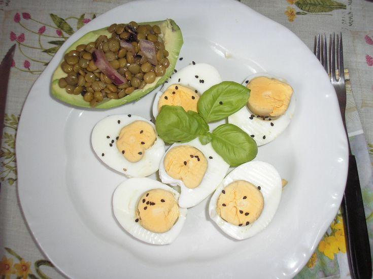Férjem+Marokkóból+hozott+receptje,+szezámmagos+főtt+tojással+és+friss+bazsalikommal. http://undergroundbolt.hu/egeszsegorzo-etelek