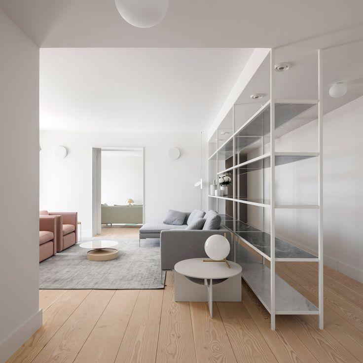 Rar studio renovates an apartment in lvaro siza 39 s for Minimal home mobili