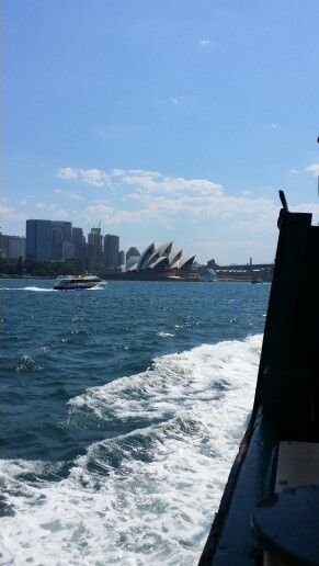 Coming into Sydney on tbe Manly Ferry